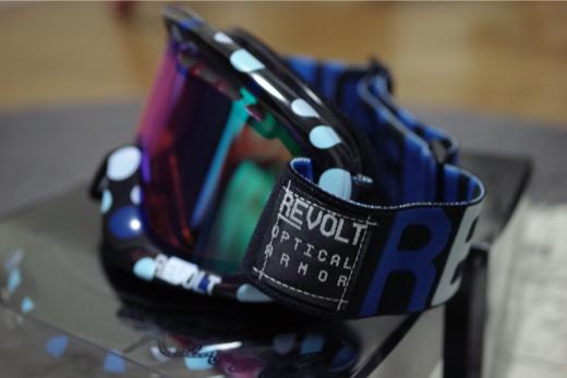 REVOLT09-10_02.jpg